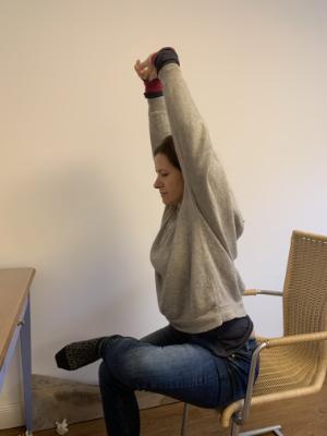 Tik am Tibarg > Marei Schachschneider > Uebung um die Beine zu mobilisieren > Homeoffice und Chiropraktik > 300x400